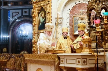 В день рождения Святейшего Патриарха Кирилла наместник монастыря архимандрит Павел сослужил Святейшему Владыке Божественную литургию в Храме Христа Спасителя