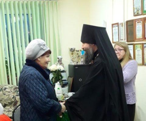 В Международный день инвалидов насельники монастыря посетили городскую организацию инвалидов