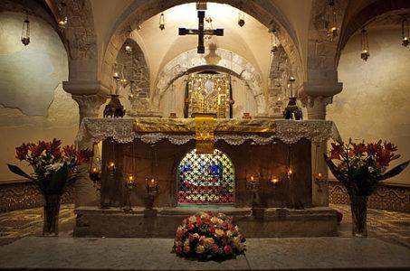 Наместник монастыря архимандрит Павел совершил праздничную Литургию пред мощами святителя Николая Чудотворца в итальянском городе Бари