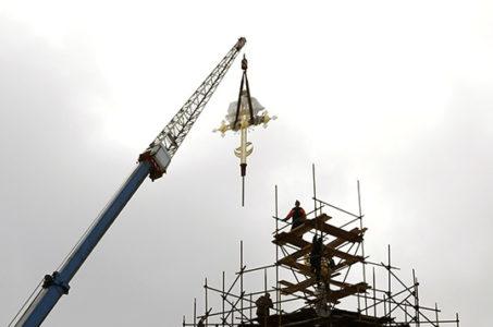 Установка надкупольного креста Звенигородского Успенского Собора